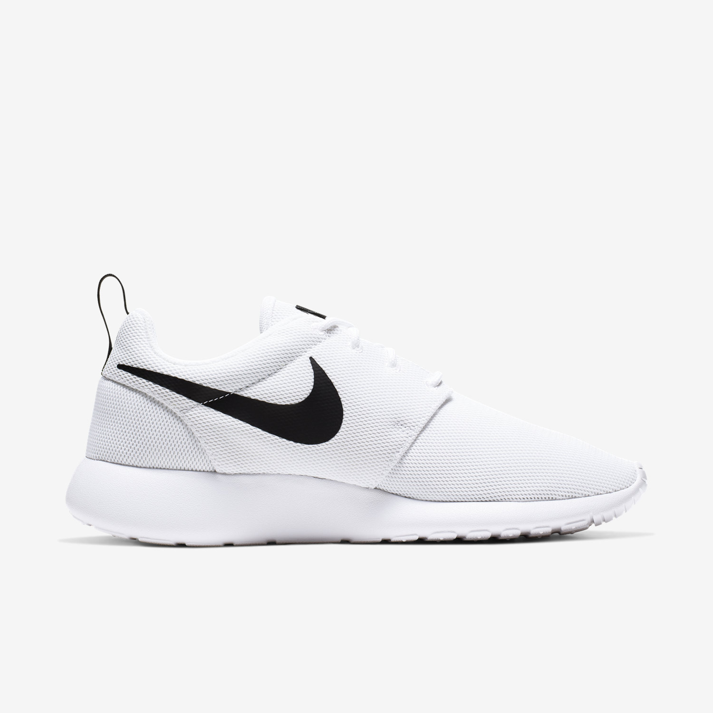 white nike sneakers roshe run
